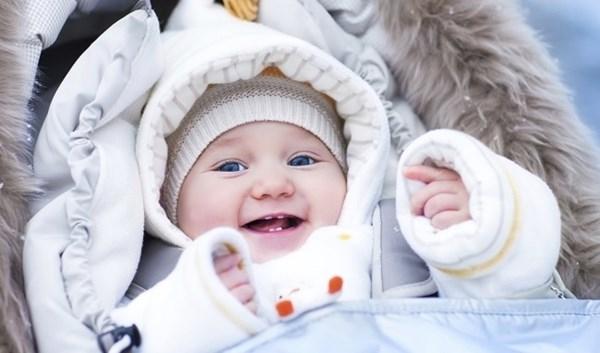 Trẻ con cũng cần được bảo vệ bằng việc mặc ấm