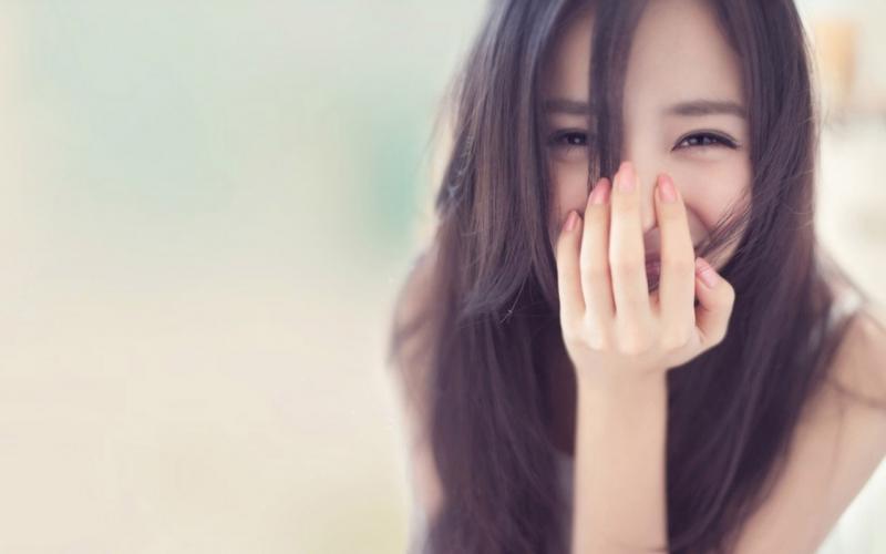 Đừng chờ đợi người khác cười với bạn trước