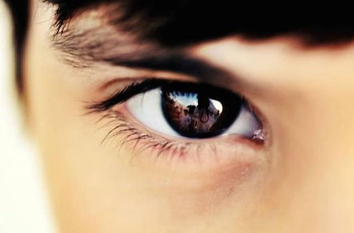Hãy tập nhìn thẳng vào người đối diện