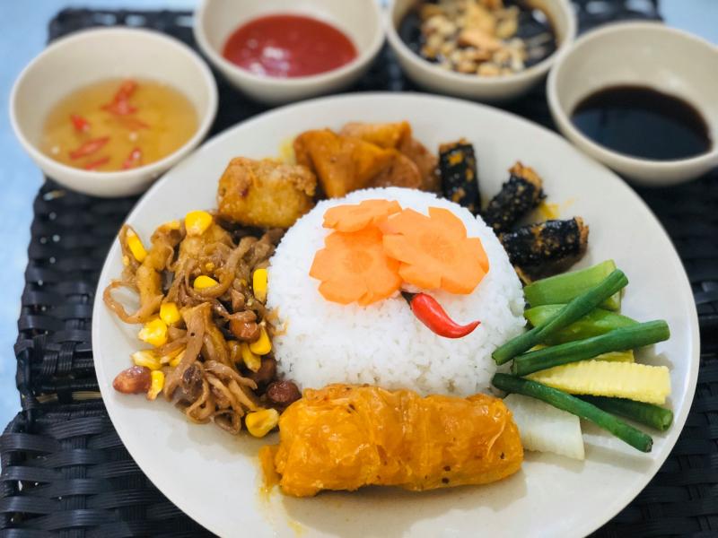 Thực đơn của quán chay Bồ Đề vô cùng phogn phú với những món ăn, khô chay và nước uống dinh dưỡng độc lạ, ngon miệng, đẹp mặt lại cực tốt cho sức khỏe