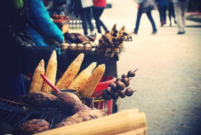 Ngô nướng được bày bán rất nhiều tại gần công viên Gia Định