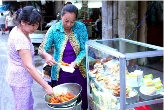 Những món ăn giá rẻ tại hẻm ăn vặt