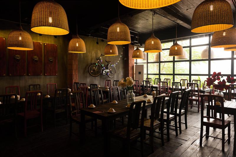 Không gian quán khá rộng rãi và thoải mái, ấn tượng đầu tiên về quán là nhân viên, từ lúc mình vào, ngồi ăn hay ra về đều nhiệt tình, lịch sự và niềm nở.