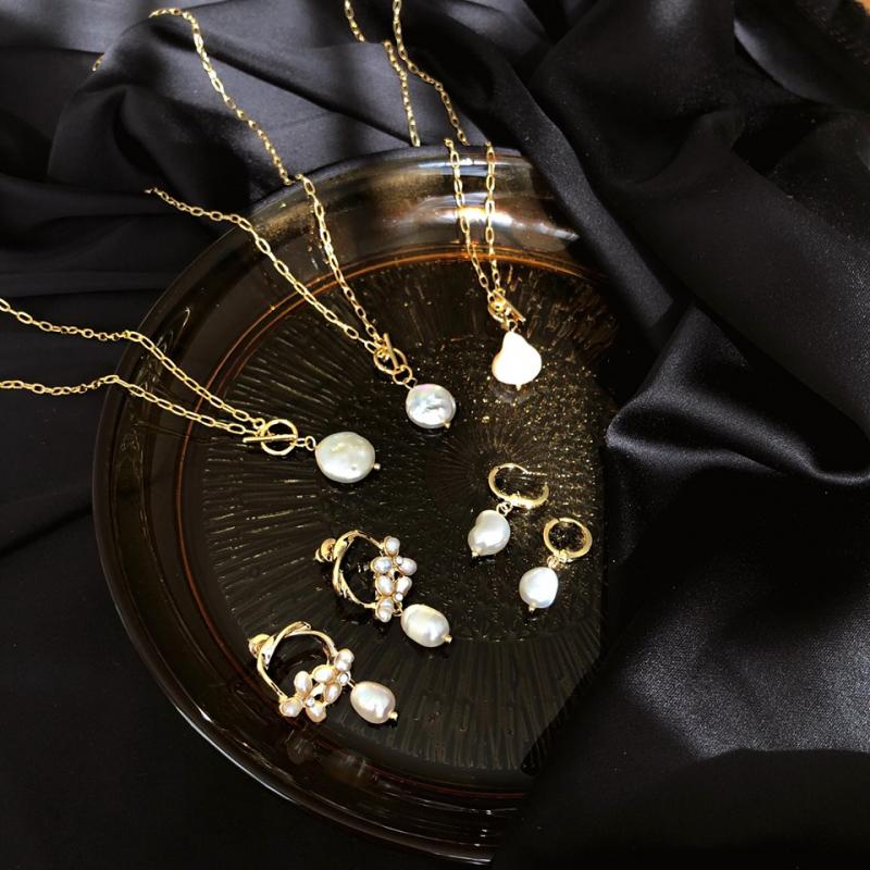 Nơi đây sẽ giúp bạn thỏa sức săn lùng những mẫu trang sức độc lạ, với chất liệu bạc lung lịnh cùng thiết kế sang trọng, trẻ trung