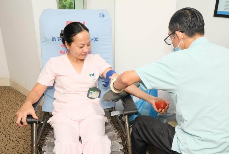 Hiến máu cứu người mang lại niềm vui cho cả người hiến máu và người nhận máu