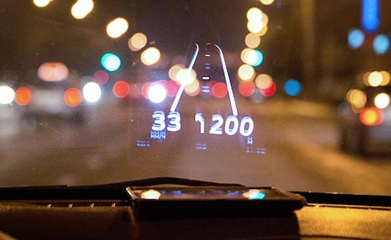 Hiển thị thông tin tốc độ, GPS,..lên kính trước của xe ô tô