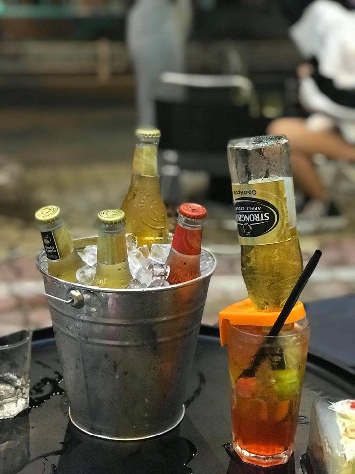 Hight Art Coffee & Beer sẽ là nơi mà các quý khách có thể thư giãn sau một ngày làm việc mệt nhọc, tổ chức tiệc tùng, với sự kết hợp tinh tế các ưu điểm của bar, quán vỉa hè...