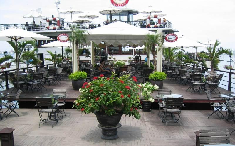 Highlands Coffee du thuyền xứng đáng là quán cafe có vị trí và view đẹp nhất tại Hồ Tây