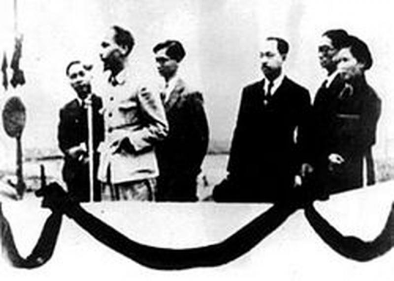 Lễ đài Độc lập trên Quảng trường Ba Đình Hà Nội do kiến trúc sư Ngô Huy Quỳnh thiết kế năm 1945