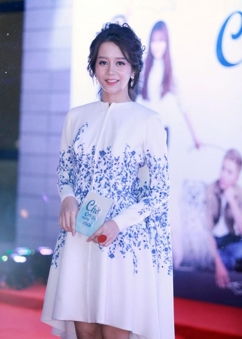 Cô nàng tomboy An Nguy đẹp dịu dàng, nữ tính với phong cách makeup của Hiwon