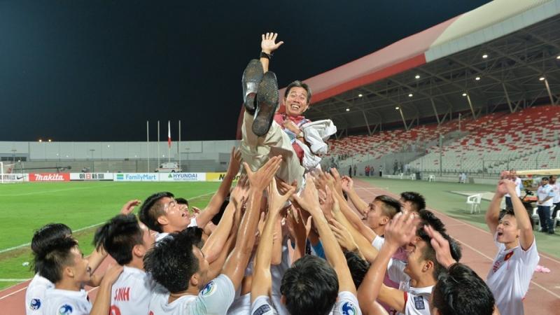 HLV Hoàng Anh Tuấn nổi bật với thành công của U19 Việt Nam