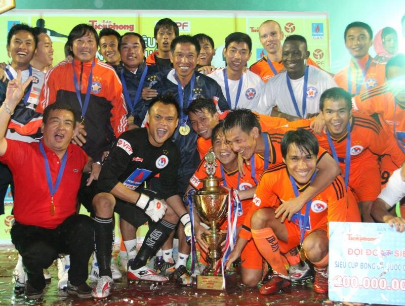 HLV Huỳnh Đức giành được nhiều danh hiệu cùng SHB Đà Nẵng