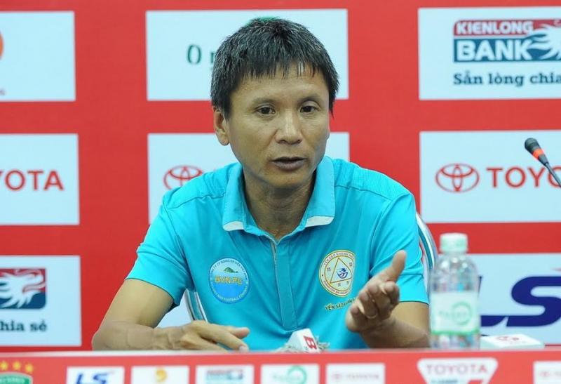 HLV Võ Đình Tân đang là HLV trưởng của Sanna Khánh Hòa