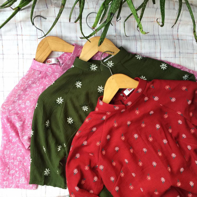 Những thước vải đẹp được chị chủ tỉ mỉ, cẩn thận thiết kế và may vá