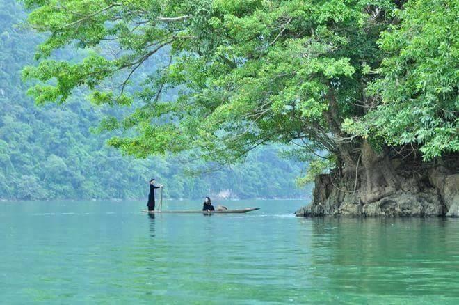 Hòa mình với thiên rộng lớn của Hồ Ba Bể