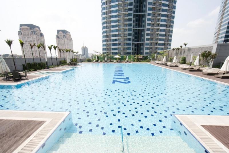 Rộng lớn và thiết kế hiện đại là ấn tượng đầu tiên mà hồ bơi này mang lại