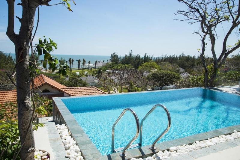 Hồ bơi ở Alma Oasis Long Hải Resort