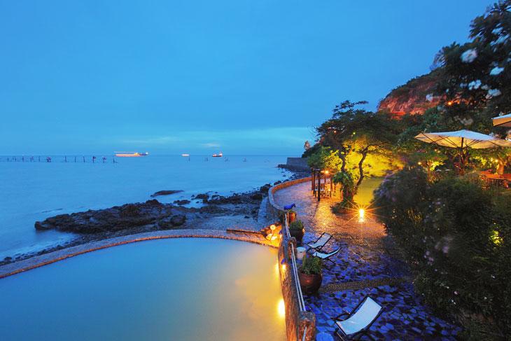 Hồ bơi tại Bình An Village Resort