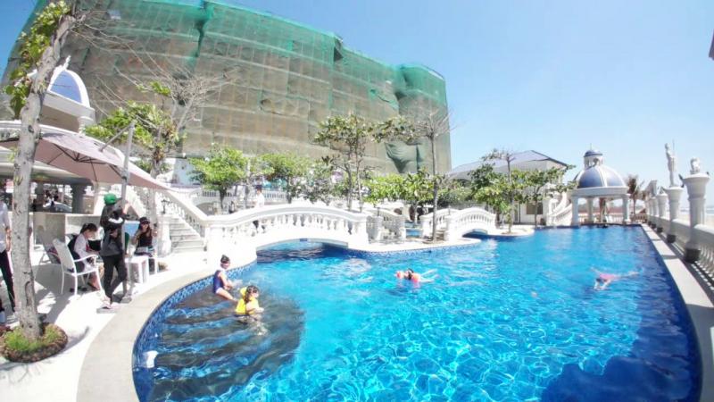 Hồ bơi siêu đẹp tại Lan Rừng Resort