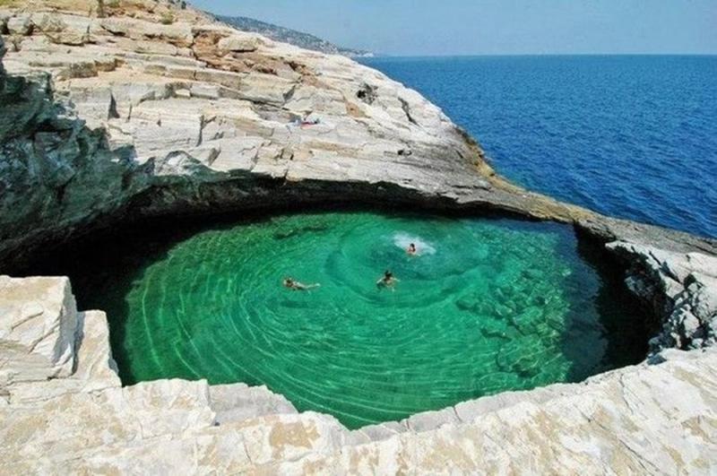 Giola được mệnh danh là một trong những hồ bơi tự nhiên đẹp nhất được thế giới công nhận.
