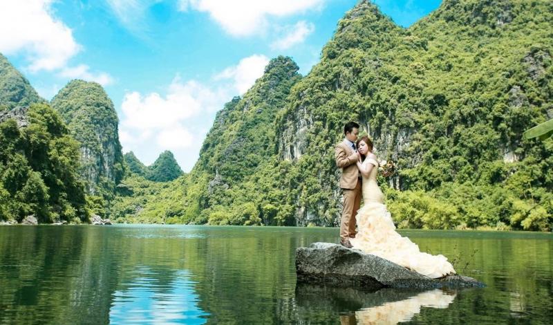 Hồ Đồng Chương mang trong mình vẻ đẹp hoang sơ và tĩnh lặng