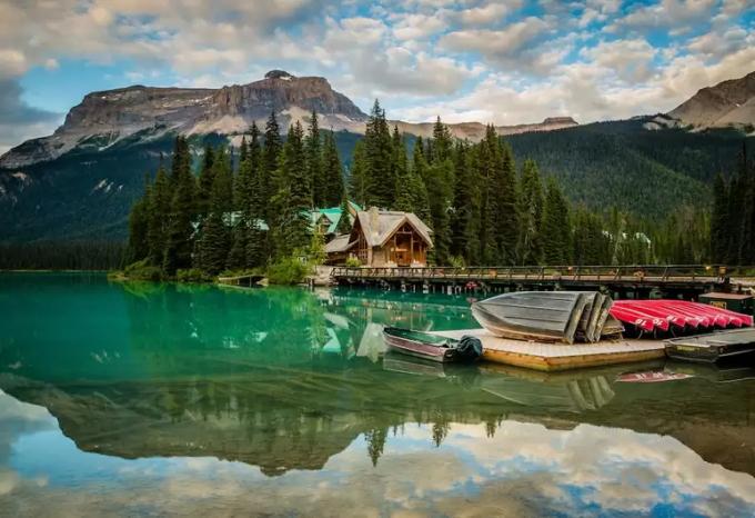 Hồ Emerald, tấm gương khổng lồ ở Canada