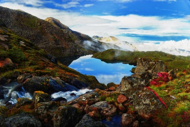 Hồ Gosaikunda là một trong những hồ nước đẹp kỳ diệu trên dãy núi Himalayas
