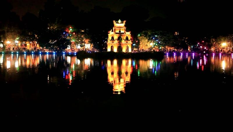 Hồ Gươm địa điểm đặt chân của bất cứ du khách nào đến tham quan , du lịch