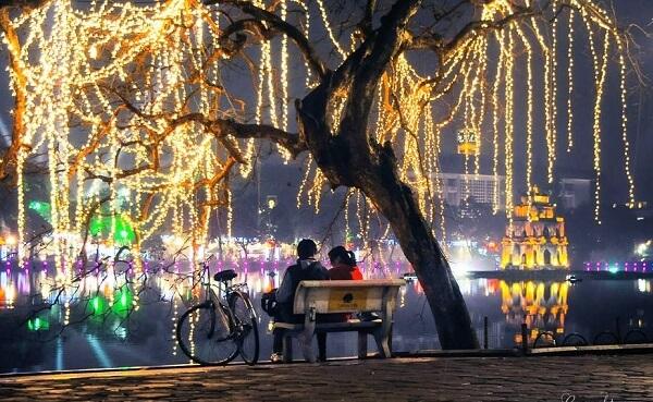 Hồ Gươm – điểm hẹn hò lãng mạn