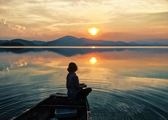 Hoàng hôn bề hồ Kẻ Gỗ