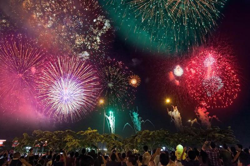 Bắn pháo hoa tại Hồ Ngọc Khánh