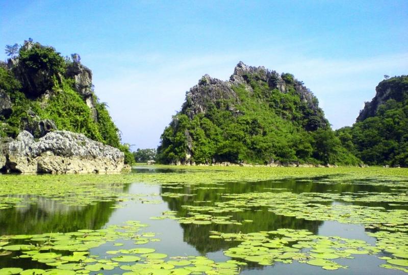 Hồ Quan Sơn là địa điểm du lịch giá rẻ mà bạn có thể bất kỳ lúc nào