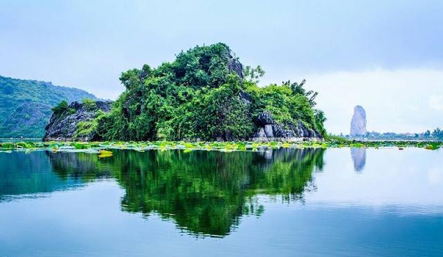 Hồ Quan Sơn được ví như Hạ Long thu nhỏ của Hà Nội
