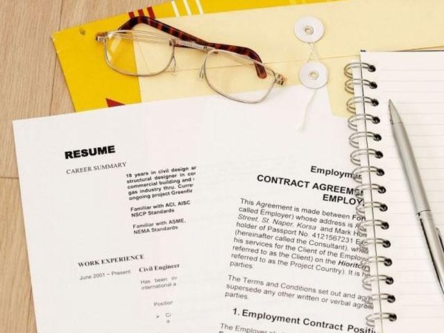 Một bộ hồ sơ sạch sẽ đúng nghĩa đen sẽ không giúp nhà tuyển dụng ấn tượng tốt hơn về bạn nhưng chắc chắn sẽ không khiến bạn bị mất điểm vì một cái bìa hồ sơ vấy bẩn hoặc nhăn góc giấy. Hãy chuẩn bị kỹ lưỡng nhất để cuộc phỏng vấn được diễn ra suôn sẻ.