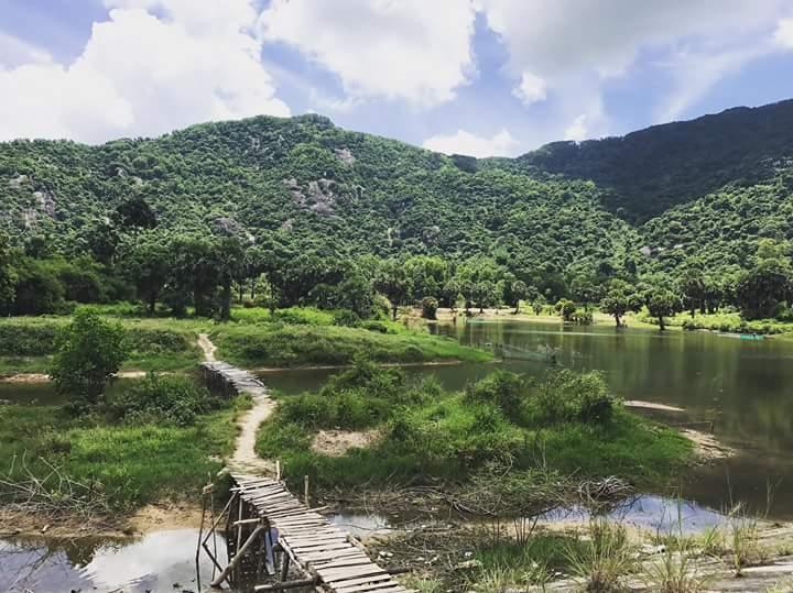 Toàn cảnh hồ Ô Thum