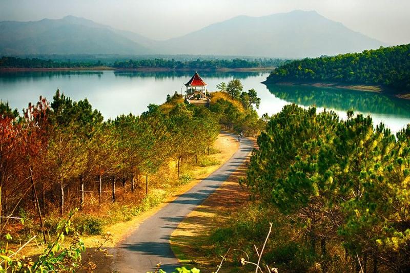 Đây là địa điểm thu hút khách du lịch, là nơi check in thú vị cho những người yêu chụp ảnh.
