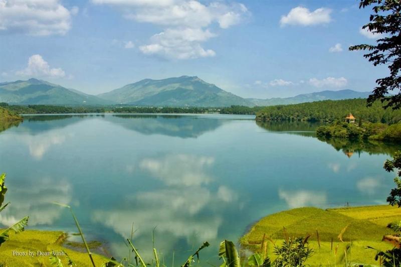 Hồ Tơ Nuêng