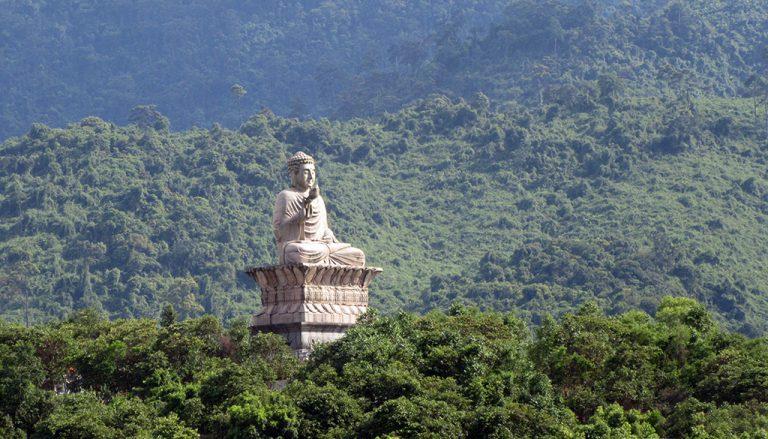 Tượng Phật chốn linh thiêng