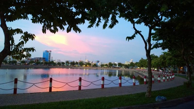 Khung cảnh lãng mạn ở hồ Xáng Thổi