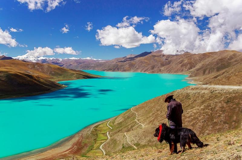 Hồ Yamdrok Tso là một trong những nơi linh thiêng nhất của thế giới