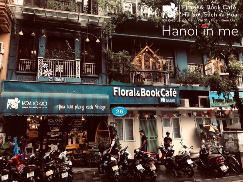 Hoa 10 Giờ Floral and Book Cafe