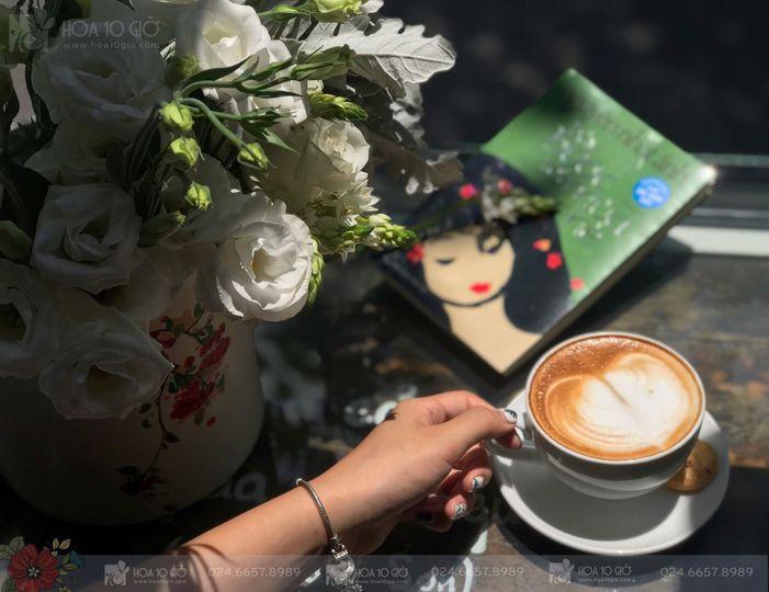 Hoa 10 Giờ - Floral & Book Cafe