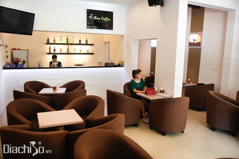 Nội thất bên trong của quán Hoa Coffee
