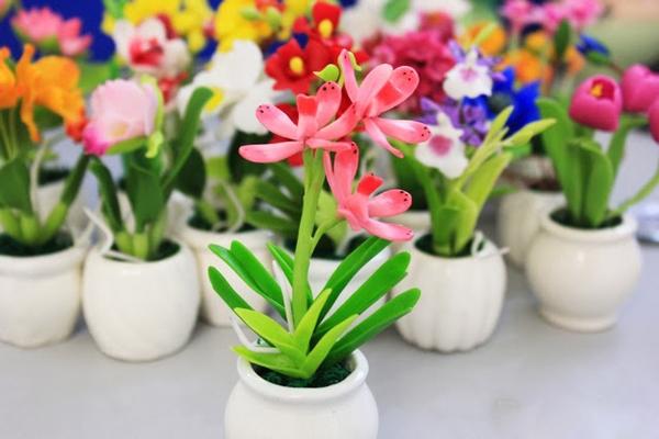 Một sản phẩm của cửa hàng hoa đất sét Mai Khanh