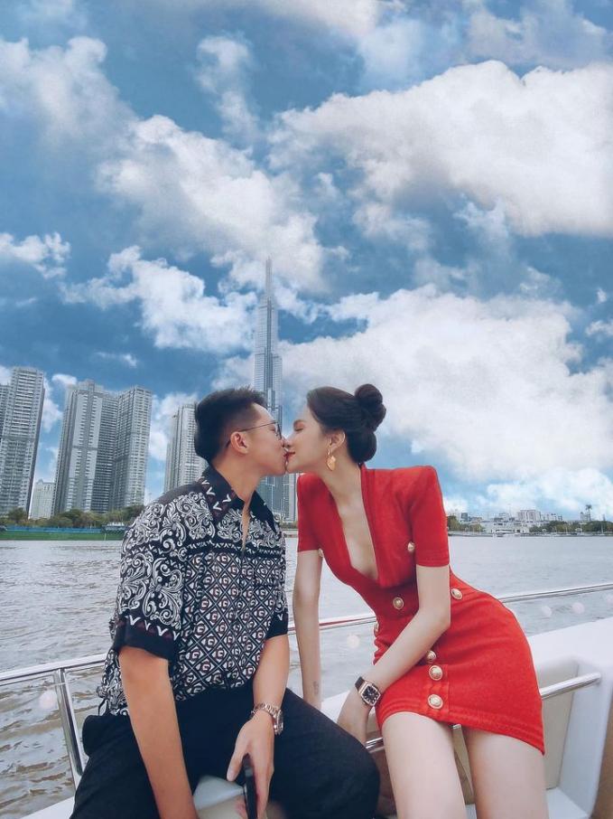 Hương Giang và Matt Liu khóa môi trên du thuyền