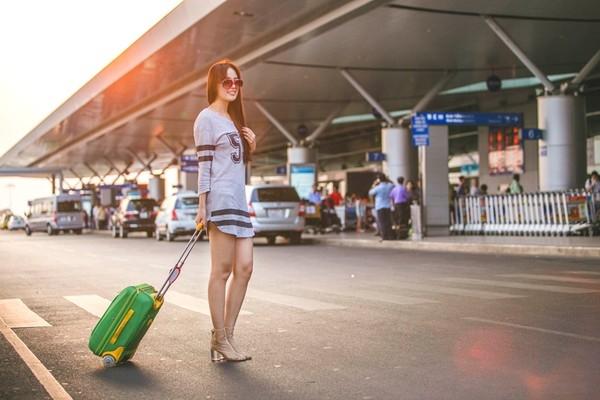 Hoa hậu Mai Phương Thúy trông vẫn cực thu hút với thời trang năng động