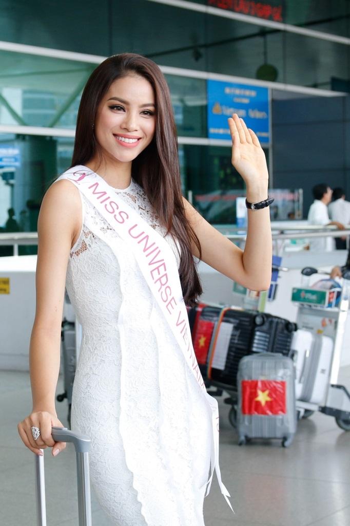Thời trang sân bay của Phạm Hương