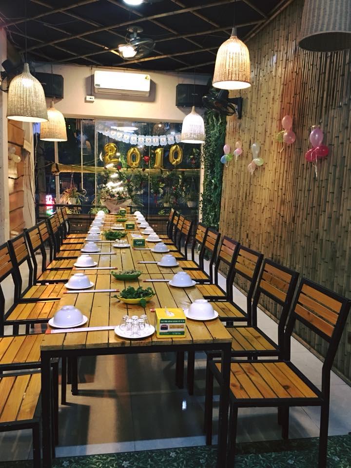 Không gian và thực đơn món ăn gây thương nhớ, nhà hàng là điểm đến thích hợp cho những bữa tiệc, họp mặt, sự kiện ấm cúng.