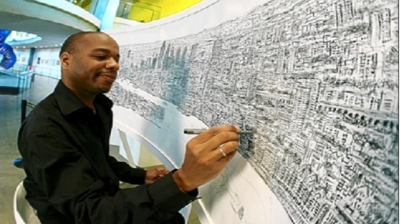 Hình ảnh họa sĩ Stephen Wiltshire đang vẽ lại toàn cảnh thành phố