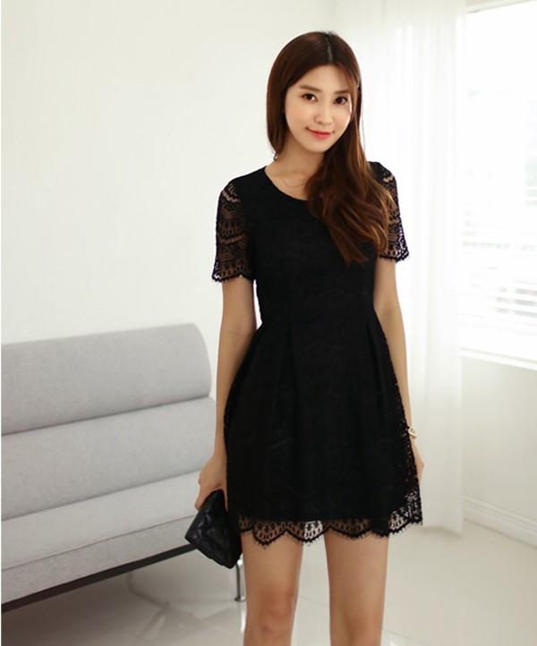 Khi mặc chiếc váy này có cảm giác như cơ thể bạn được nối liền một dải, tạo cảm giác cơ thể dài hơn